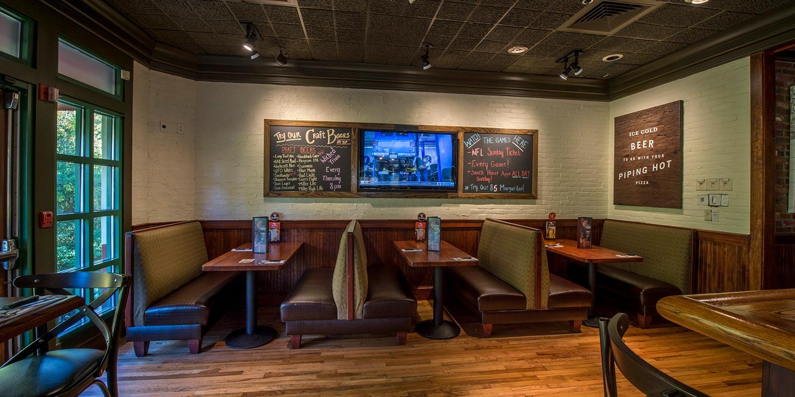 Uno Pizzeria & Grill - Lobby